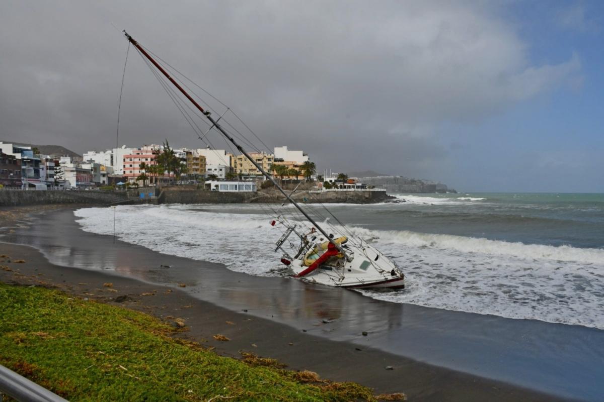 Velero caído por los riesgos del mar